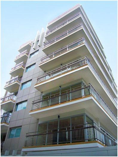 Apartment/Condominium